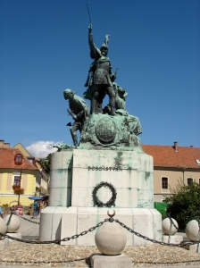 Statue at Dobo Istvan Ter